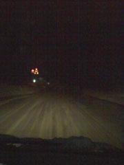 大雪の夜の峠道